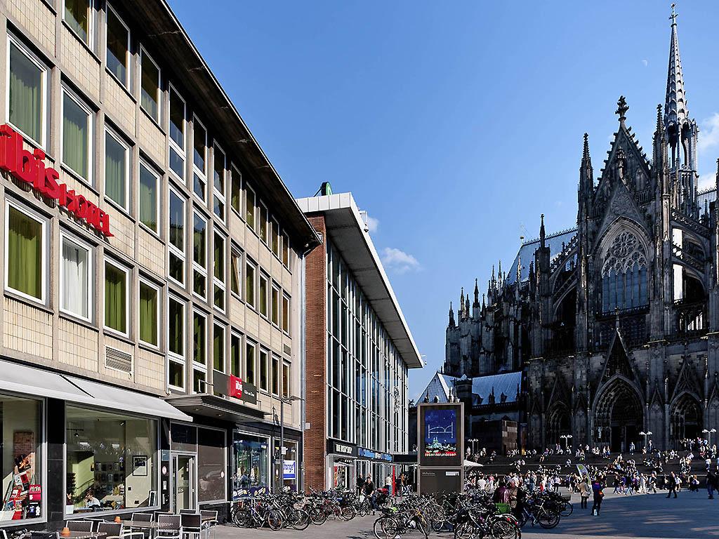 ibis Koeln Am Dom. Descendez du train et prenez vos aises : l'ibis Hotel K?ln am Dom est situ? ? la gare de Cologne et offre un acc?s direct aux quais