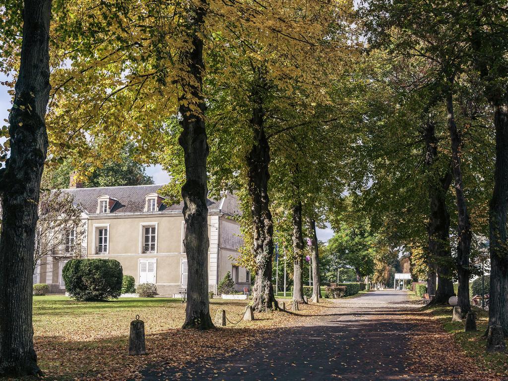 Mercure Demeure De Campagne Parc Du Coudray. Entre Paris et Fontainebleau, l'h?tel 4 ?toiles Mercure Paris Sud Parc du Coudray vous ouvre les portes d