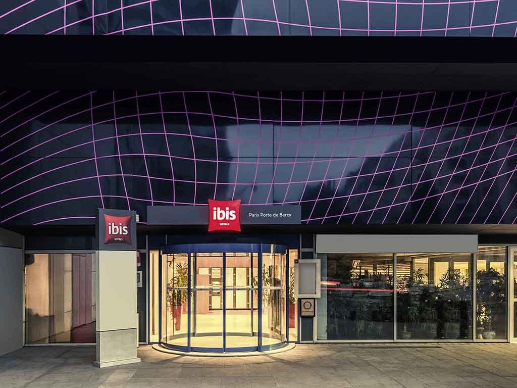 ibis Paris Porte de Bercy. L'h?tel Ibis Paris Porte de Bercy se situe ? deux pas du centre commercial Bercy 2. Vous appr?cierez le confort de ses 156