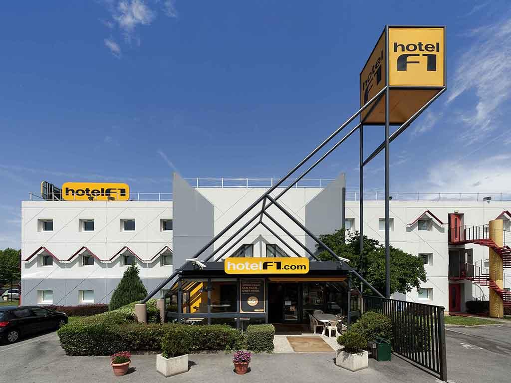 hotelF1 Sochaux Montb?liard. A l'hotelF1 Sochaux, situ? a 3 km du centre ville de Montb?liard, nous disposons de chambres TRIO uniquement ? prix tr?s