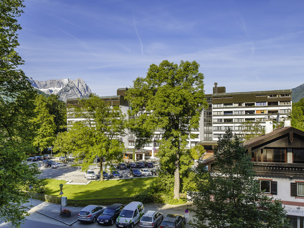 Mercure Hotel Garmisch Partenkirchen. Offrez-vous un s?jour de d?tente dans les Alpes : le 4 ?toiles Mercure Hotel Garmisch-Partenkirchen offre 117 ch