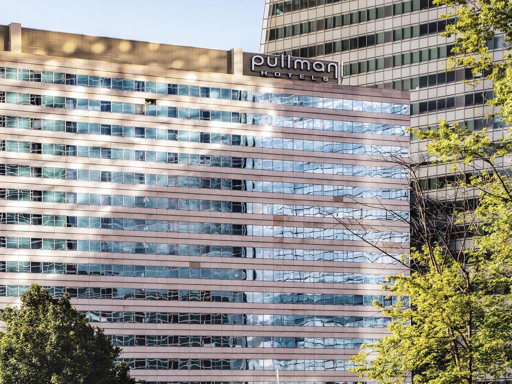 Pullman Paris La D?fense. Au coeur d'un des plus grands centres d'affaires d'Europe, ? 10 minutes des Champs-Elys?es, le Pullman Paris La D?fense est