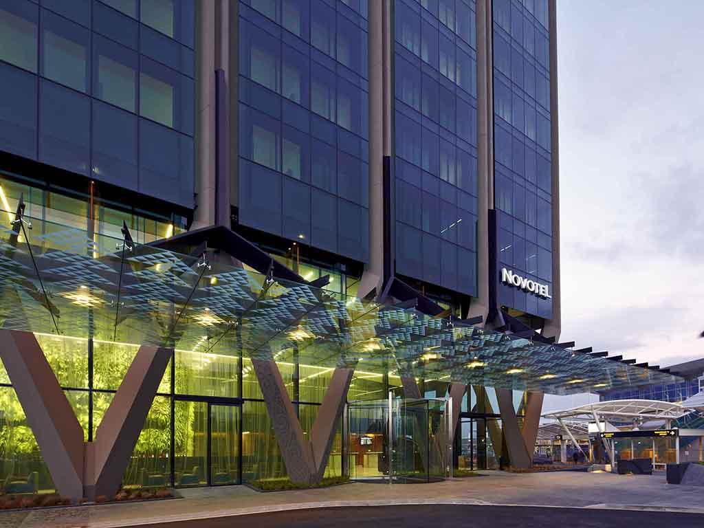 Novotel Auckland Airport. Profitez du confort 4??toiles du Novotel Auckland Airport situ? ? c?t? du terminal international. Dot?e de baies vitr?es, vo