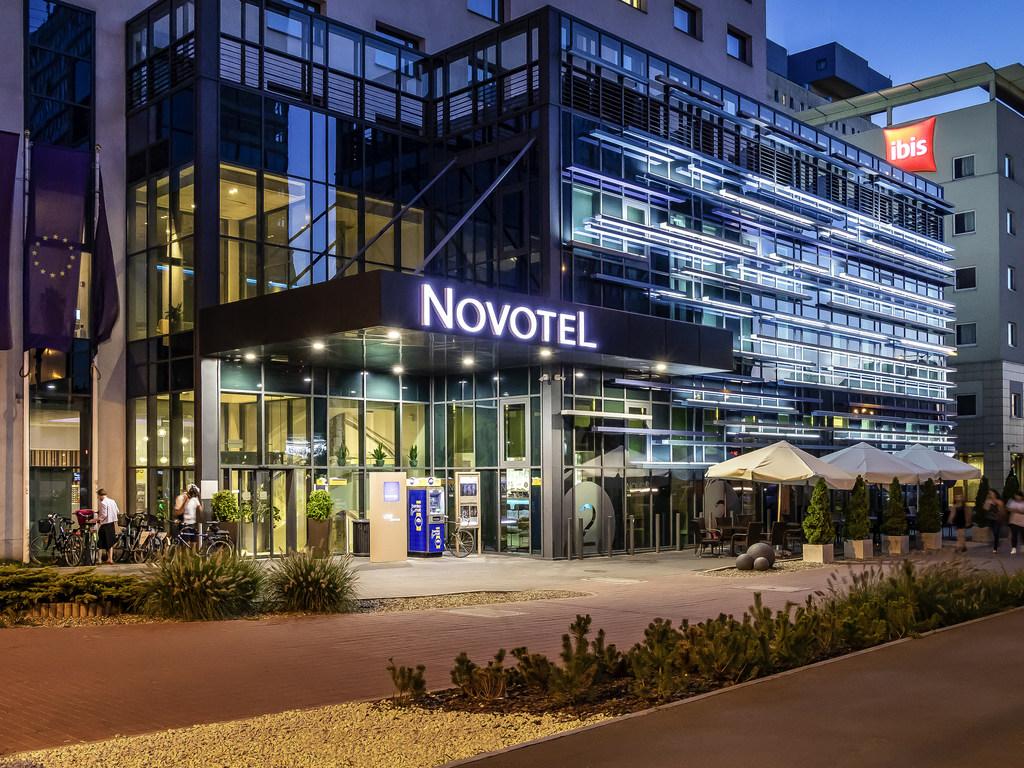 Novotel Lodz Centrum. Depuis le Novotel L?dz Centrum, vous pouvez rapidement rejoindre divers quartiers, comme l'a?roport et la gare. L'architecture m