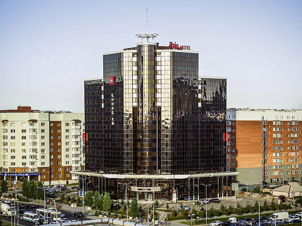 ibis Astana. Facilement accessible en transport en commun depuis la gare centrale et l'a?roport international d'Astana, notre complexe de 240 chambres