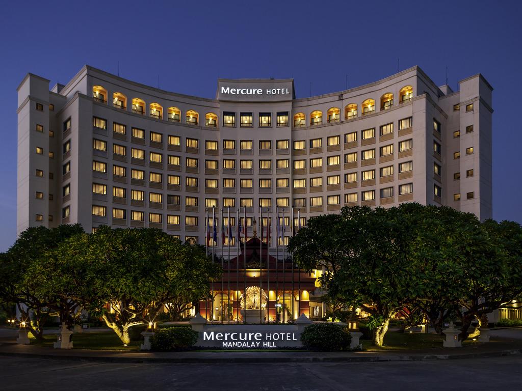 Mercure Mandalay Hill Resort. Le Mercure Mandalay Hill Resort s'?tend sur pr?s de 5?hectares, au pied de Mandalay Hill. Il offre une vue panoramique s