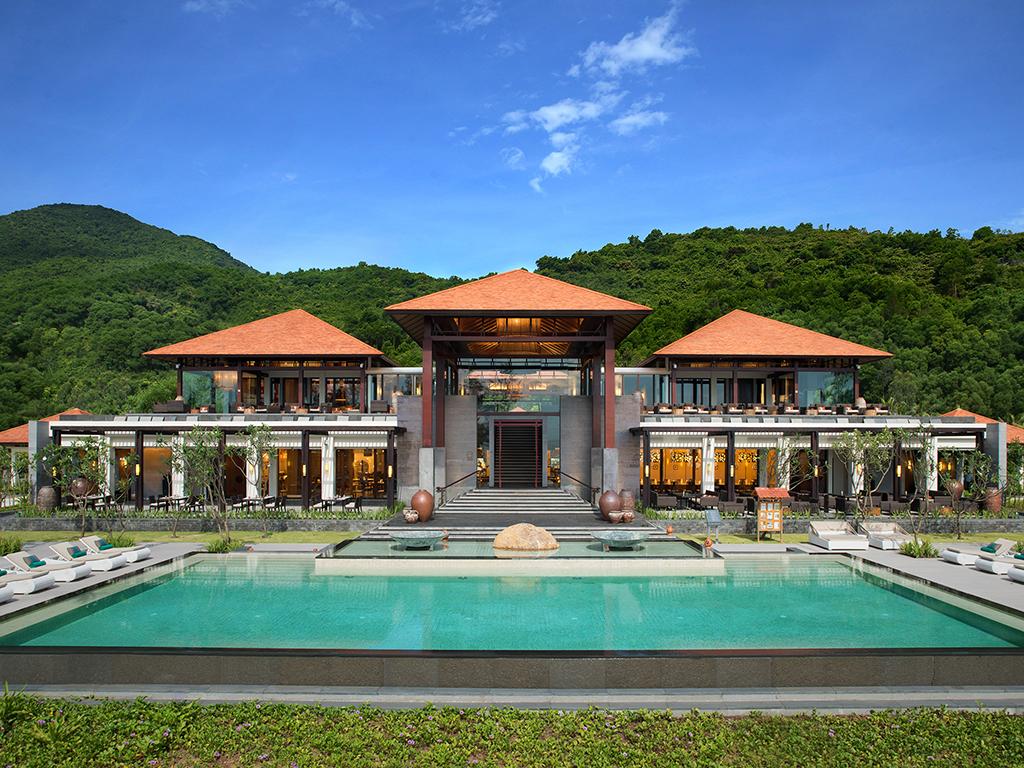 Banyan Tree Lang Co Vietnam. Install? sur la paisible c?te sud du Vietnam, pr?s de la baie de Lang C?, le Banyan Tree Lang C? propose des villas intim